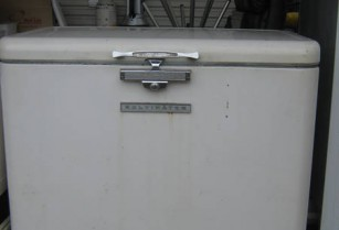 DEEP BOX FREEZER.